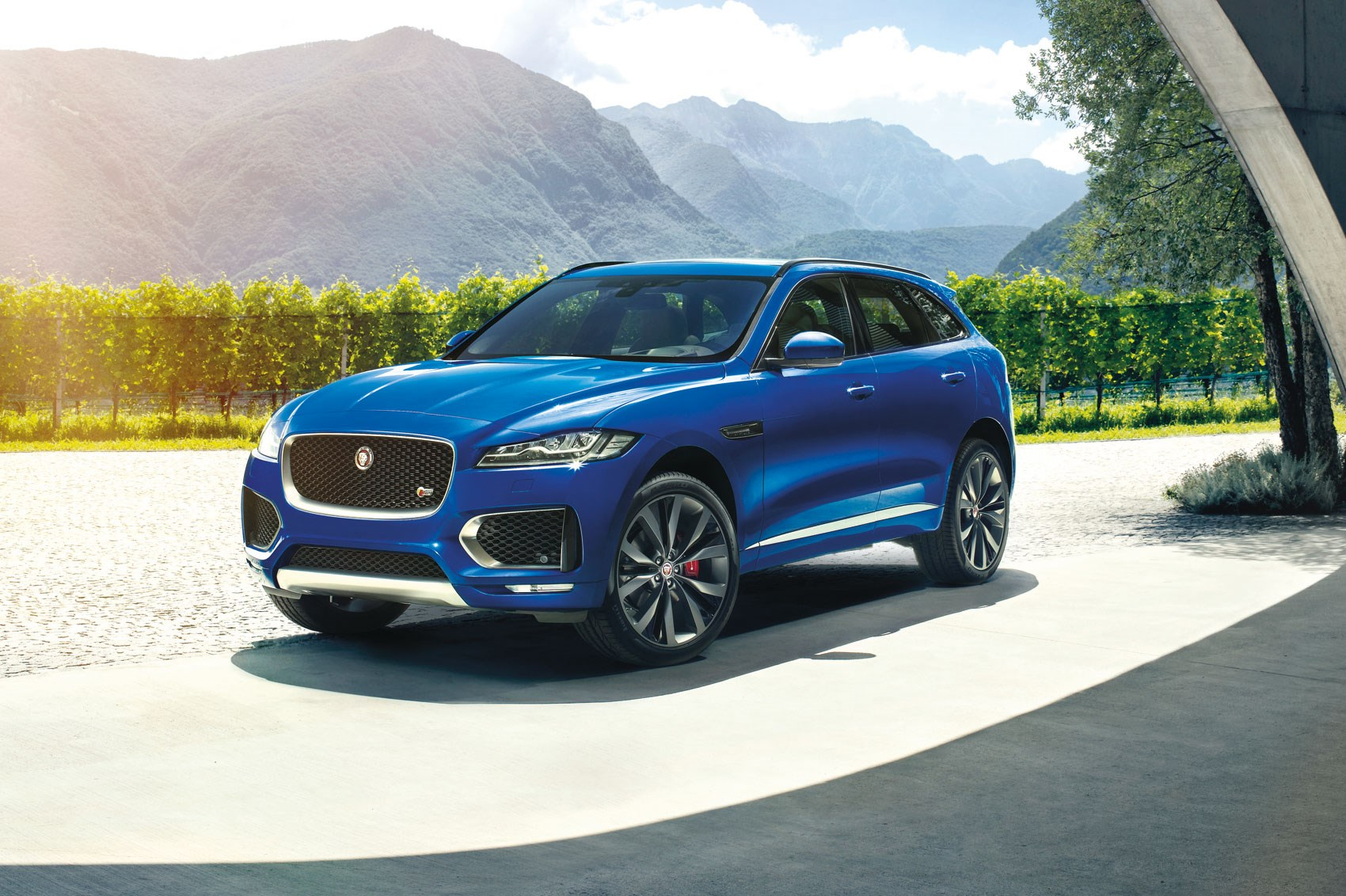 jaguar f pace revealed at 2015 frankfurt motor show by car magazine. Black Bedroom Furniture Sets. Home Design Ideas