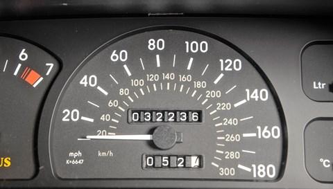 Lotus Carlton speedo: one VERY quick four-door