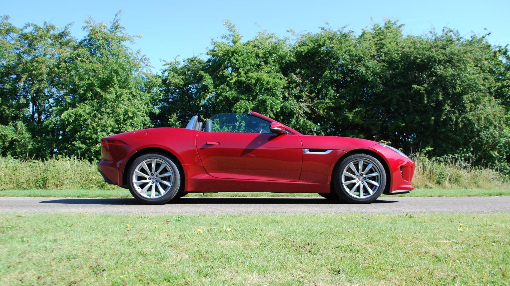 Jaguar F-type 3.0 V6 manual (2015) review by CAR Magazine