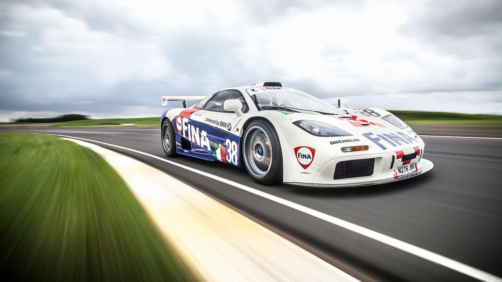25 british cars to drive before you die: 2) mclaren f1, car+
