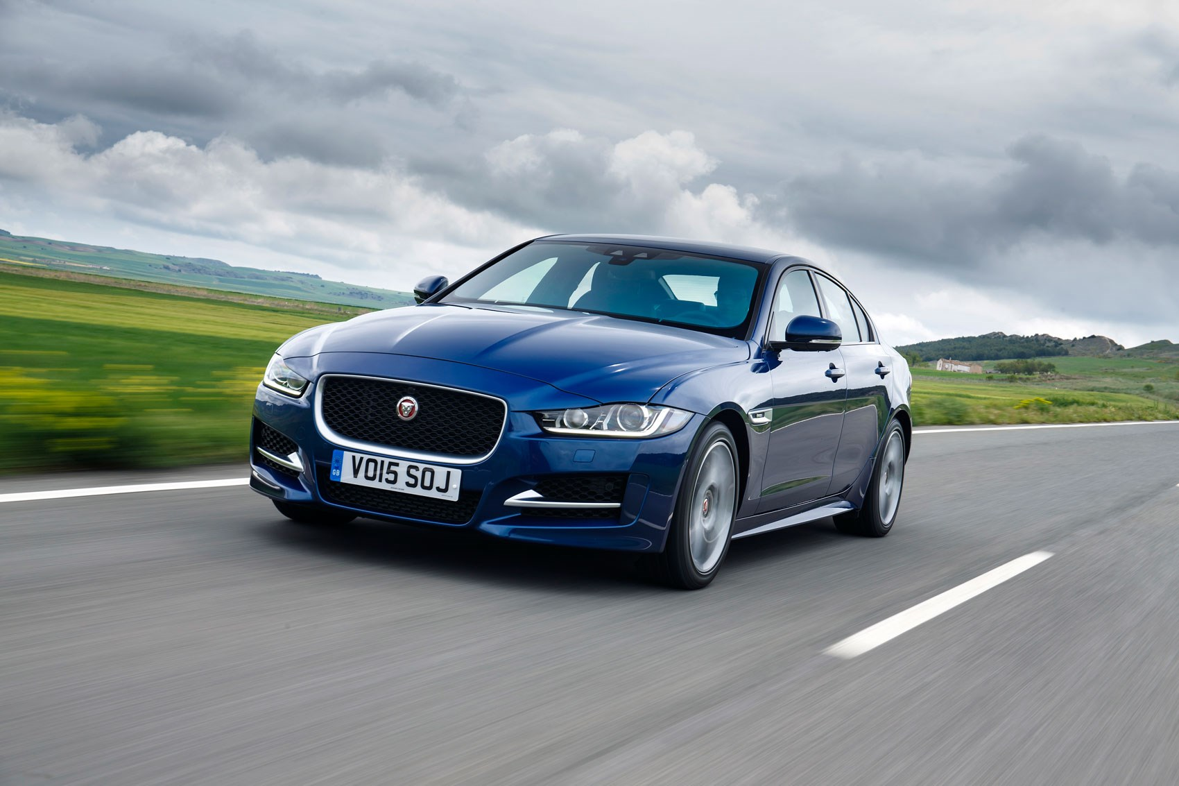 jaguar xe 2 0 d 163 r sport 2015 review by car magazine. Black Bedroom Furniture Sets. Home Design Ideas