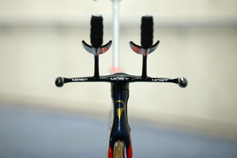 Handle bars on Bradley Wiggins Pinarello Bolide HR by Jaguar