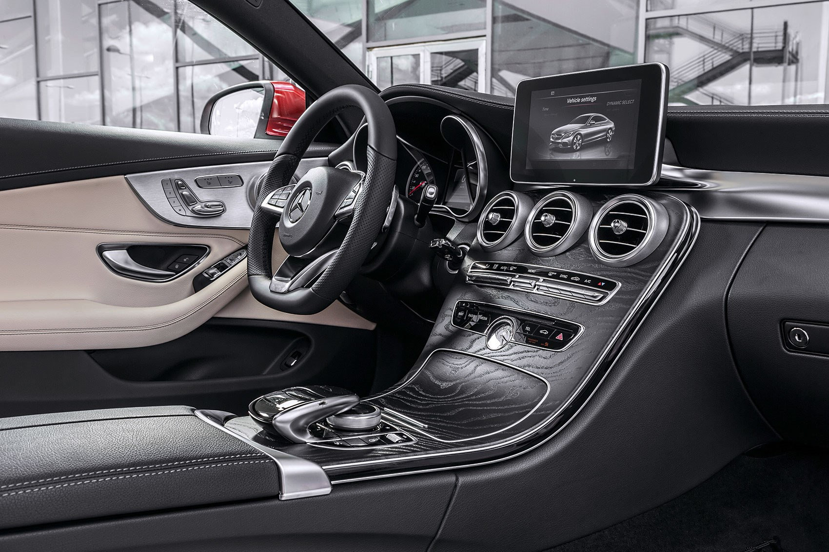 New 2016 mercedes c class coupe takes fashion lessons from for Interieur mercedes c klasse
