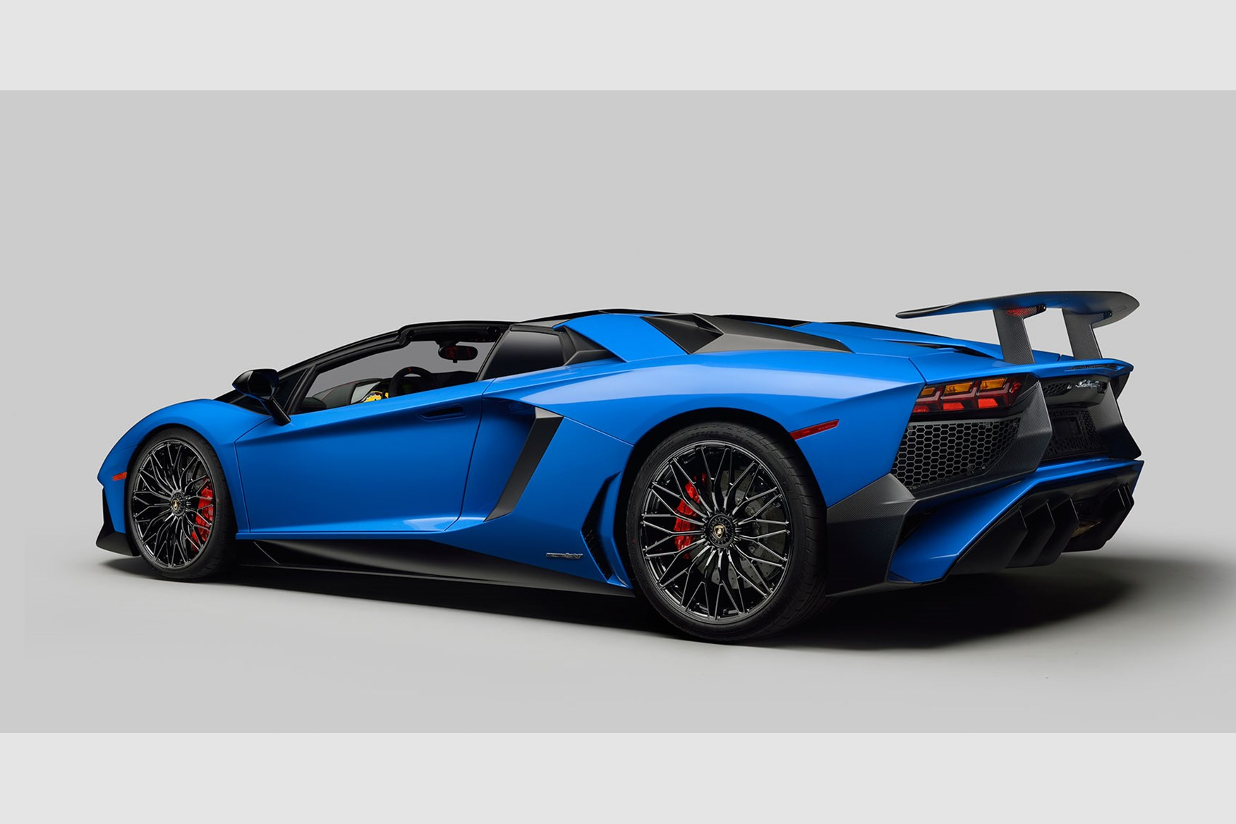 2018 lamborghini aventador sv roadster. brilliant lamborghini lamborghini aventador sv roadsteru0027s unveil at pebble beach midmounted  65litre v12 offers 740bhp to 2018 lamborghini aventador sv roadster