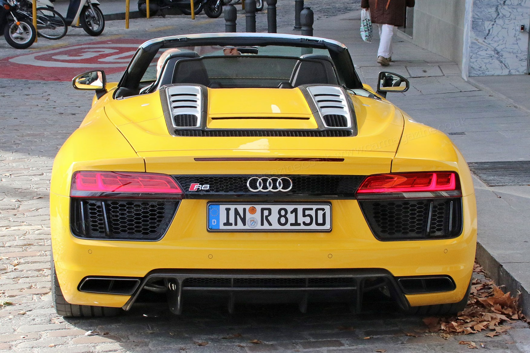 ... Audi R8 Spyder Rear Deck Lifts To Swallow Canvas Roof ...