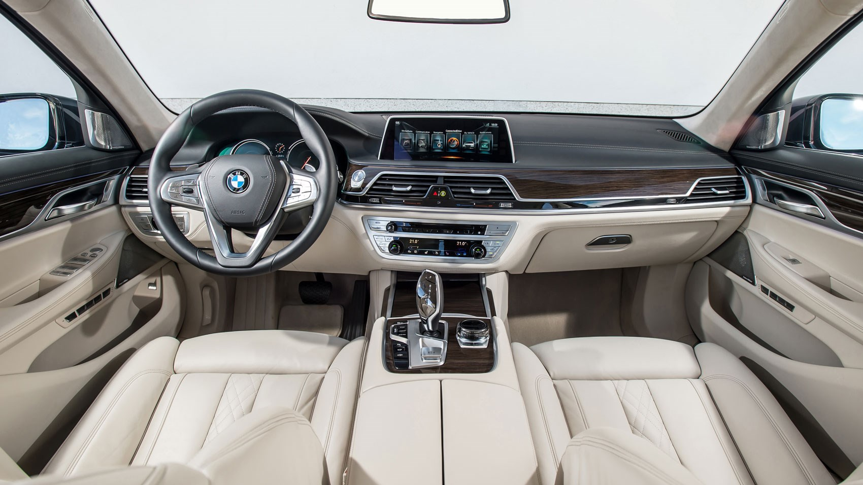 Bmw 7 series 730d 2016 review by car magazine for Bmw serie 7 interieur