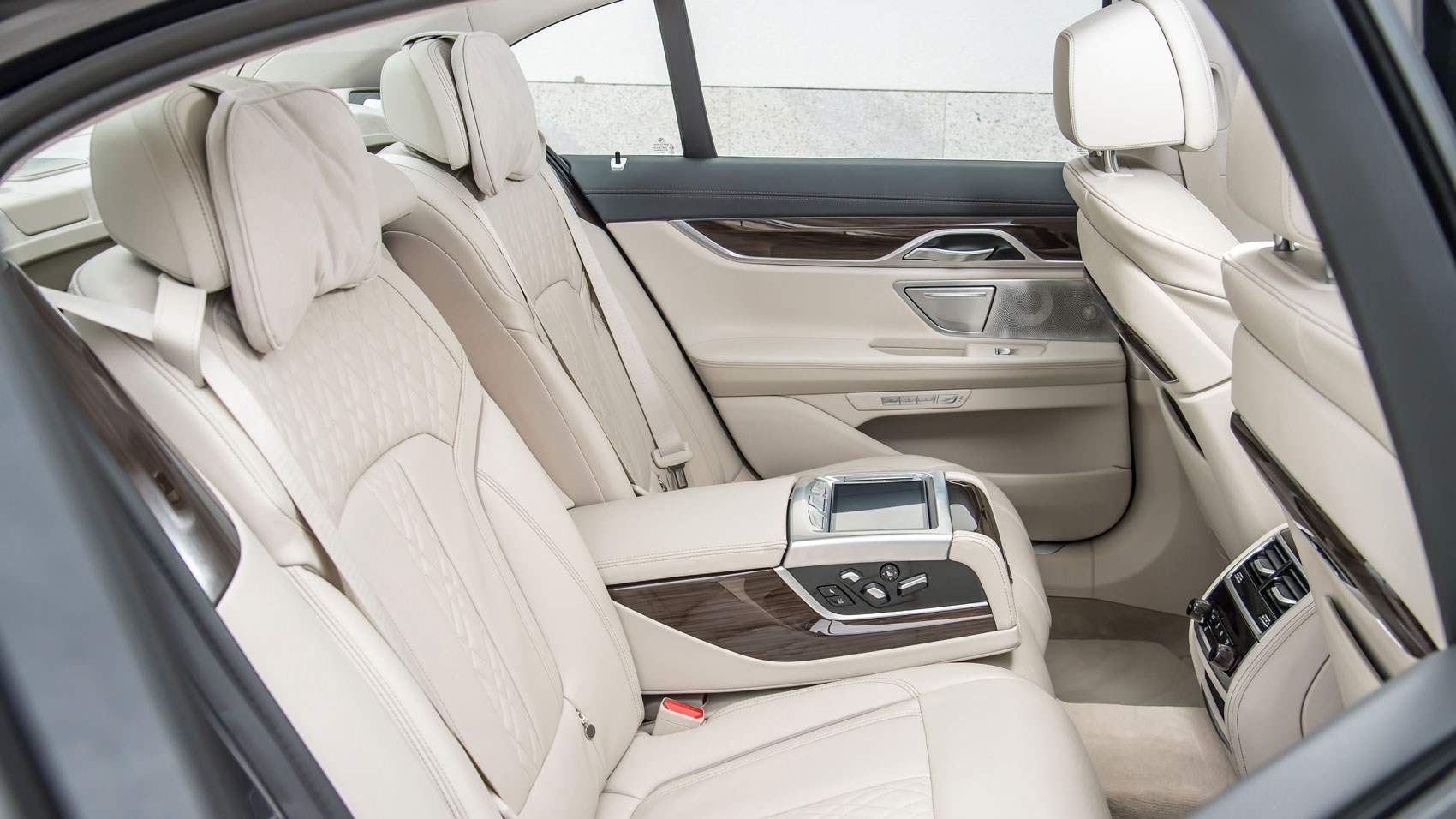 Standard Wheelbase 7 Series Has Roomy Rear Compartment Better To Drive Than L