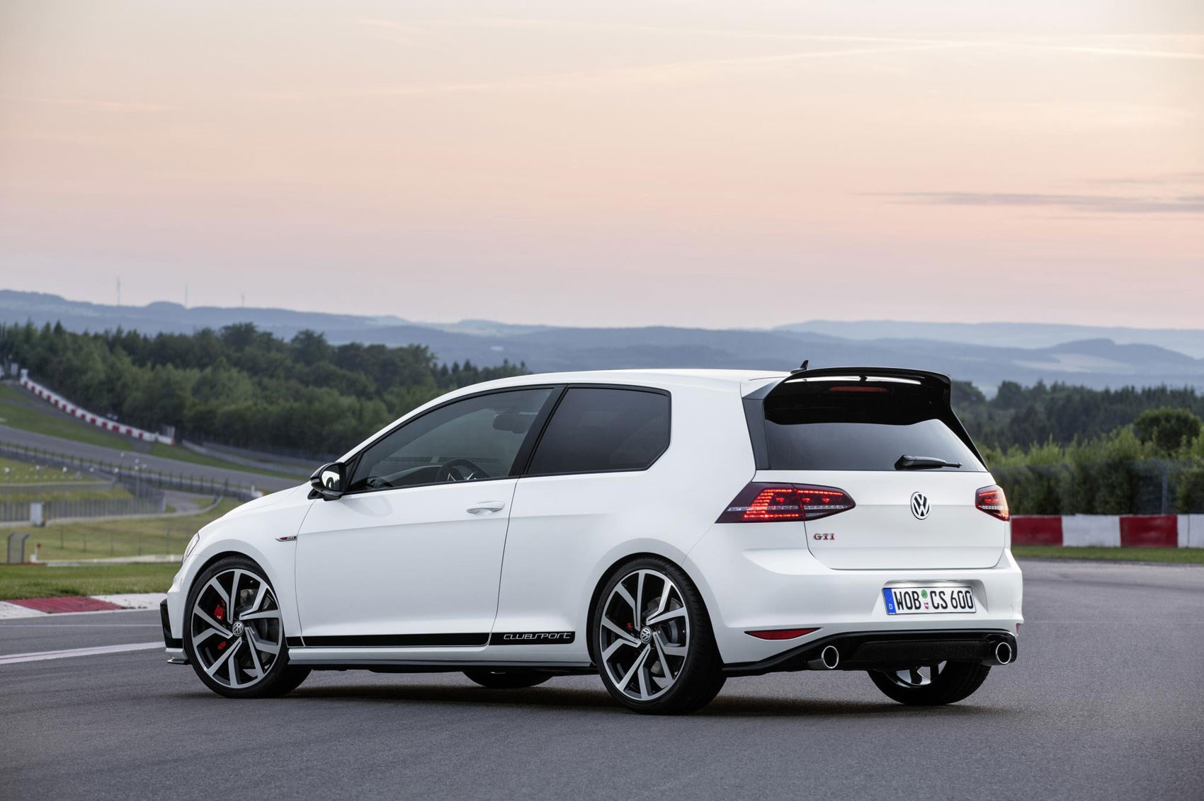 vw golf gti clubsport 2016 the most powerful gti yet by car magazine. Black Bedroom Furniture Sets. Home Design Ideas