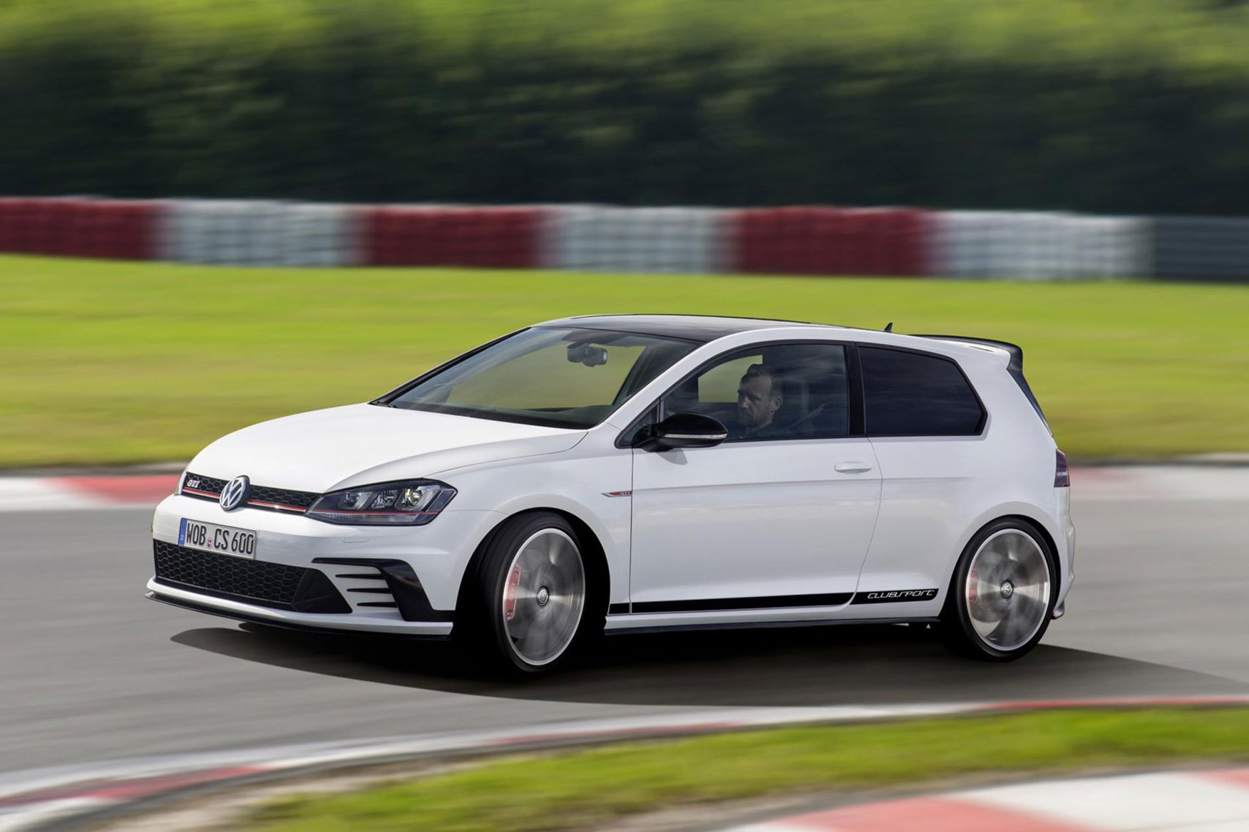 Good ... VW Golf GTI Clubsport Makes Its Debut At The 2015 Frankfurt Show Good Looking