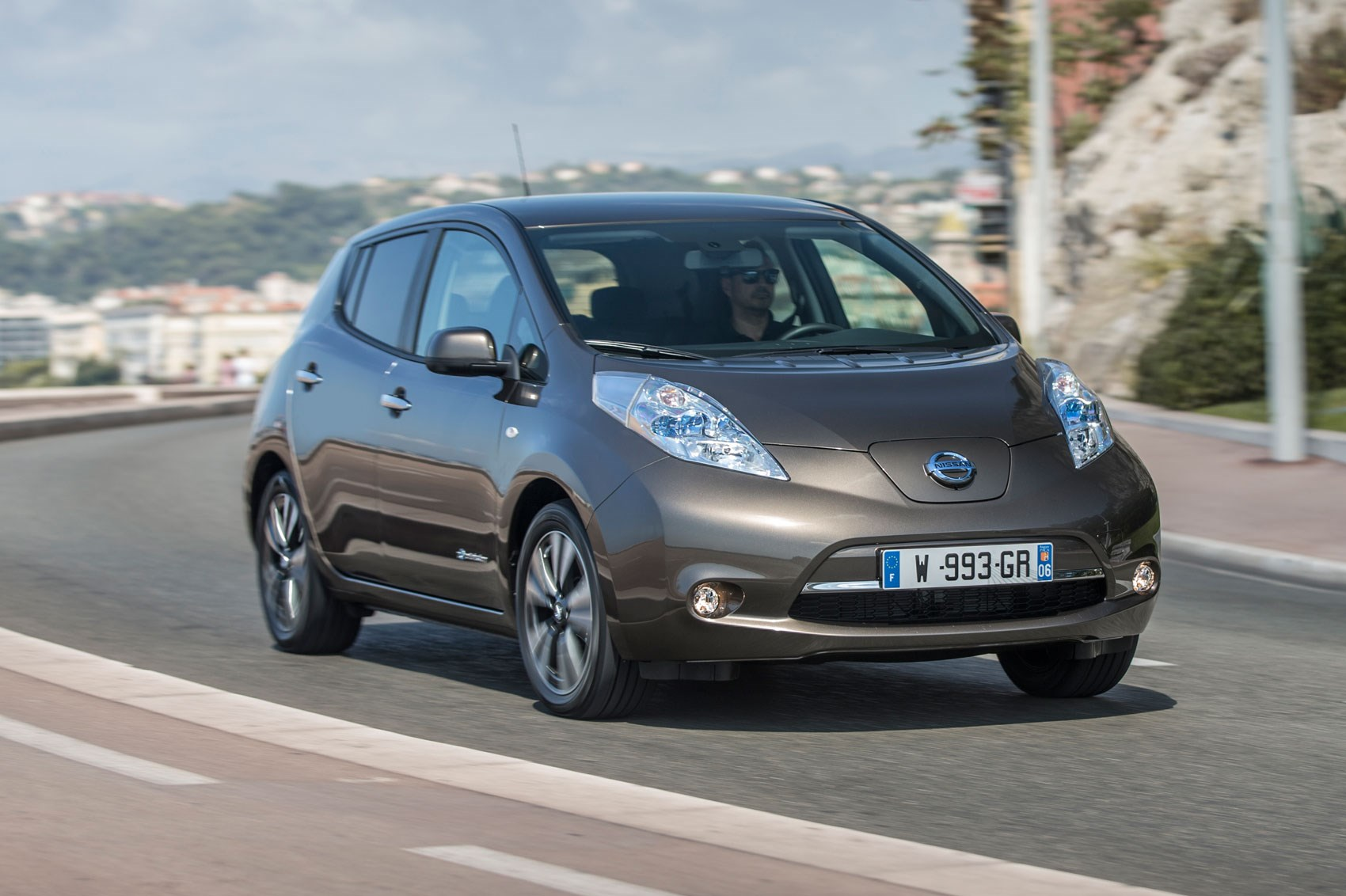 Battery boost for 2016 Nissan Leaf increases range by 25% ...