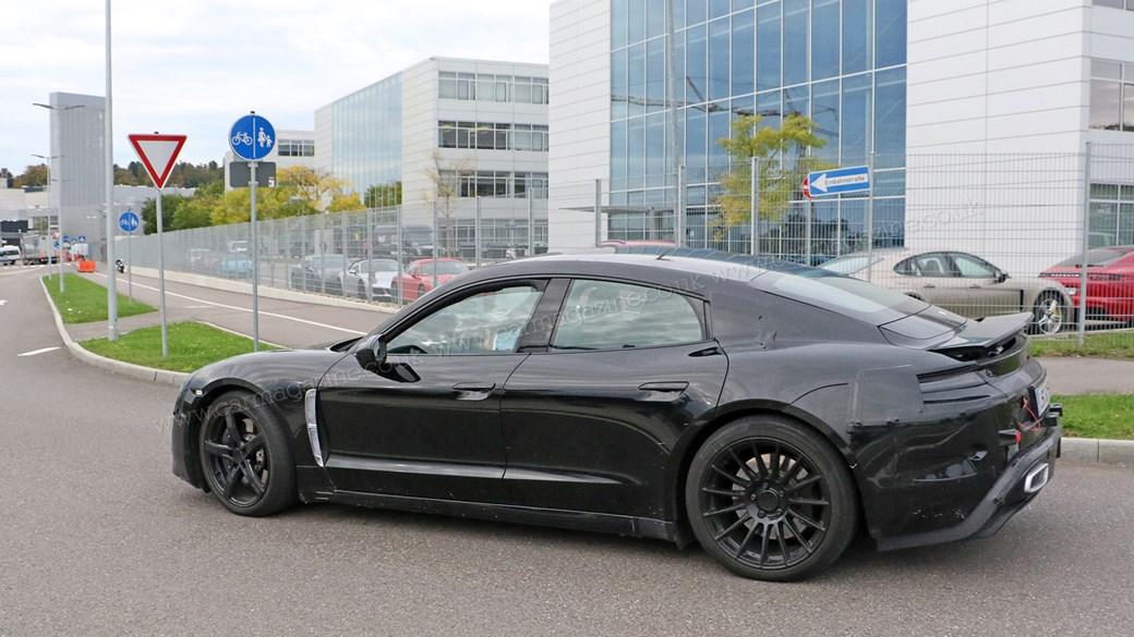 Các ống xả cho show: đó là chiếc xe điện mới của Porsche Mission E