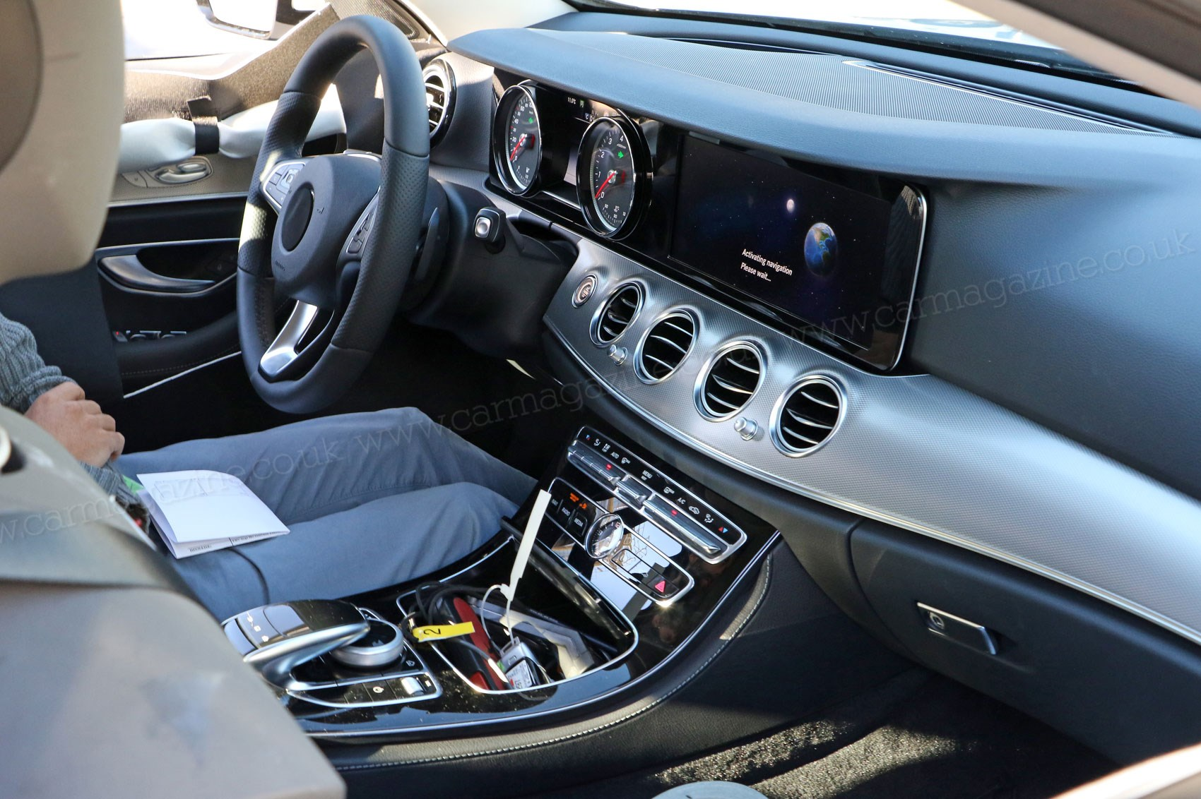 Square eyes as standard first look inside 2016 mercedes e for Inside mercedes benz