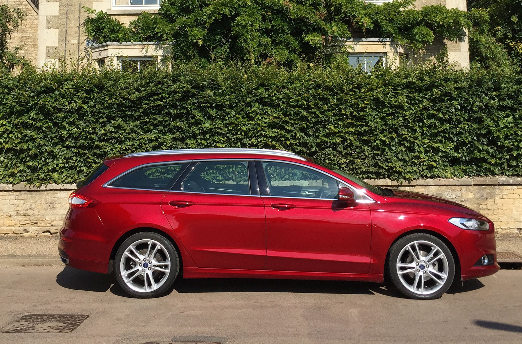 Optional 19s screw your mpg but improve your image. Your call! & We like red but weu0027re on our own Our Cars Ford Mondeo CAR+ ... markmcfarlin.com