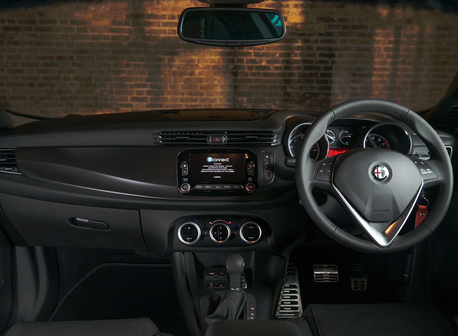 Alfa romeo mito and giulietta aim upmarket by car magazine for Poignee porte interieur giulietta