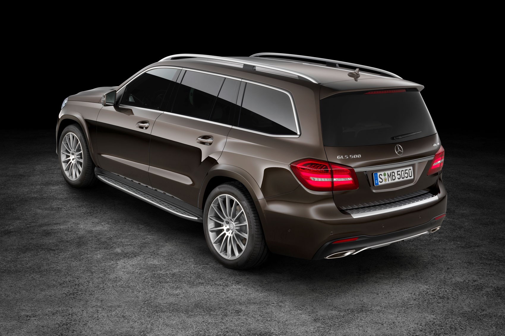 mercedes gls 2016 revealed the gl has a new face and a new name car magazine. Black Bedroom Furniture Sets. Home Design Ideas