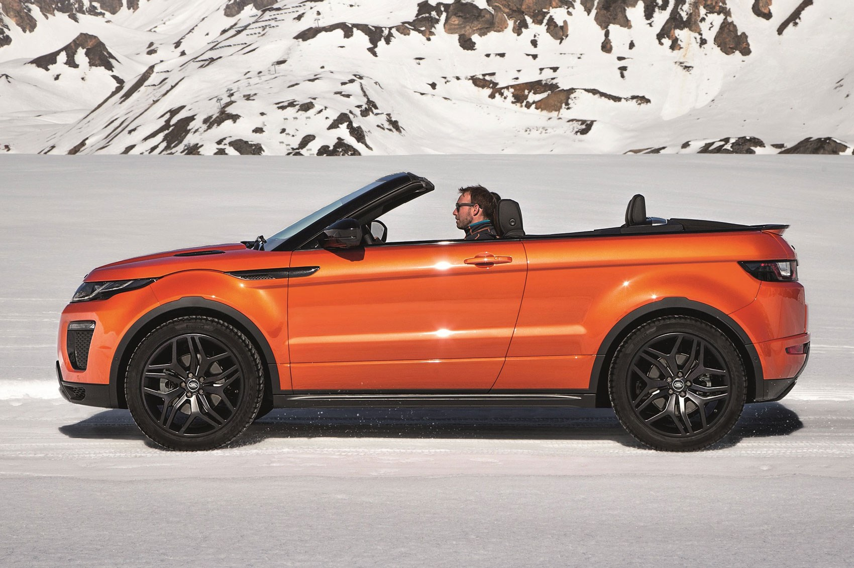 roofless streak range rover evoque finally goes. Black Bedroom Furniture Sets. Home Design Ideas