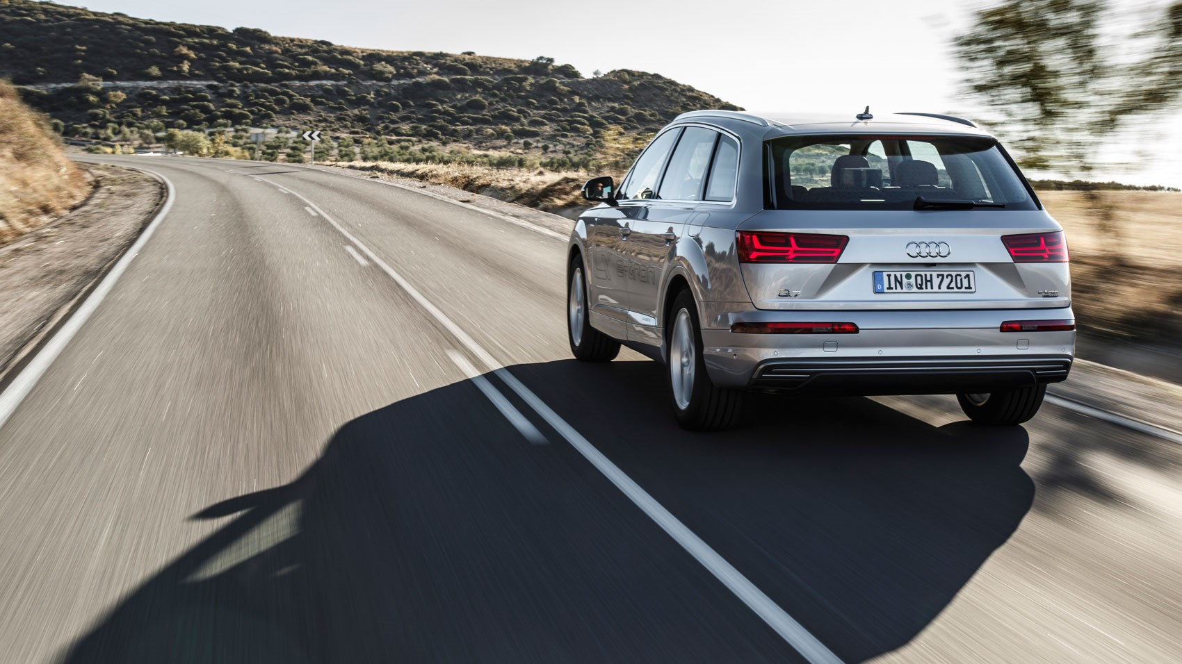 Audi Q7 E Tron 2016 Plug In Hybrid Review By Car Magazine