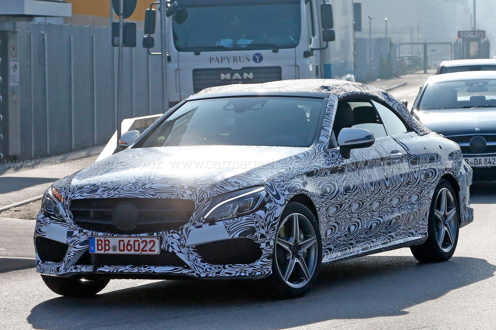 new mercedes c class convertible keeps it under canvas for 2016 car magazine. Black Bedroom Furniture Sets. Home Design Ideas