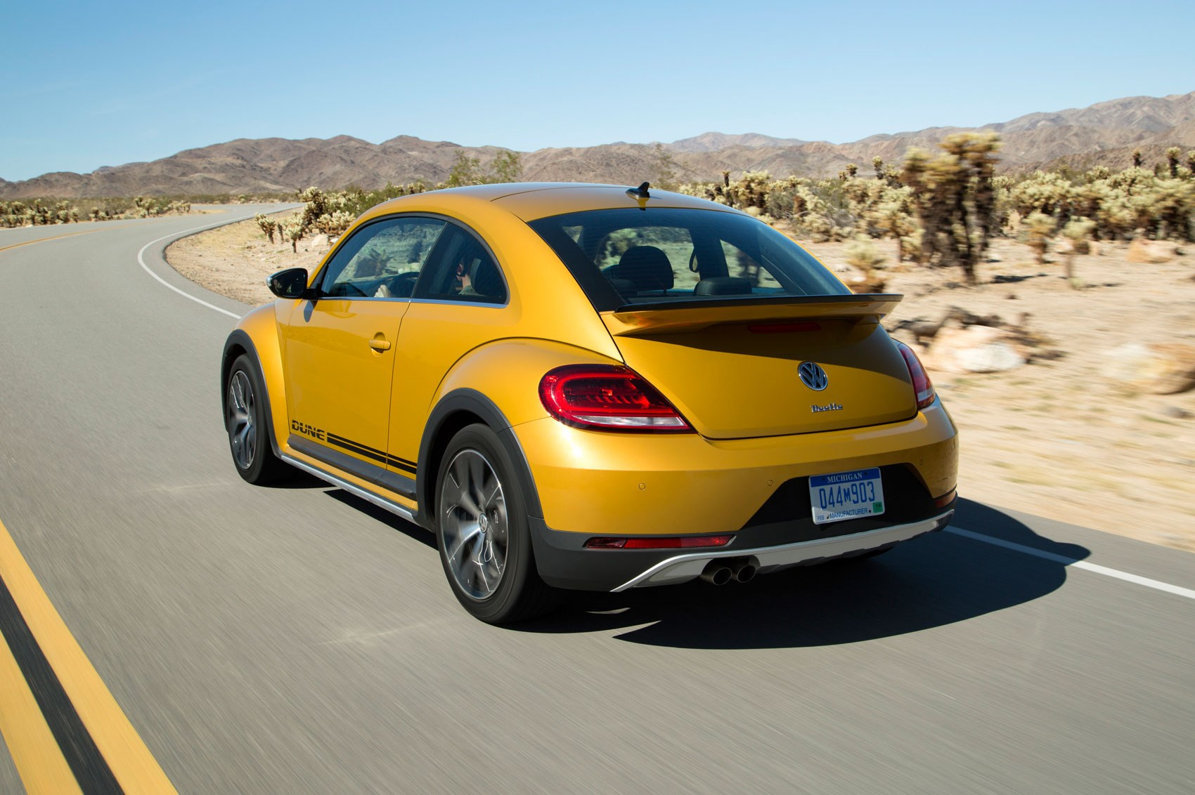 vw beetle dune 2016 revealed bug gets the alltrack treatment by car magazine. Black Bedroom Furniture Sets. Home Design Ideas