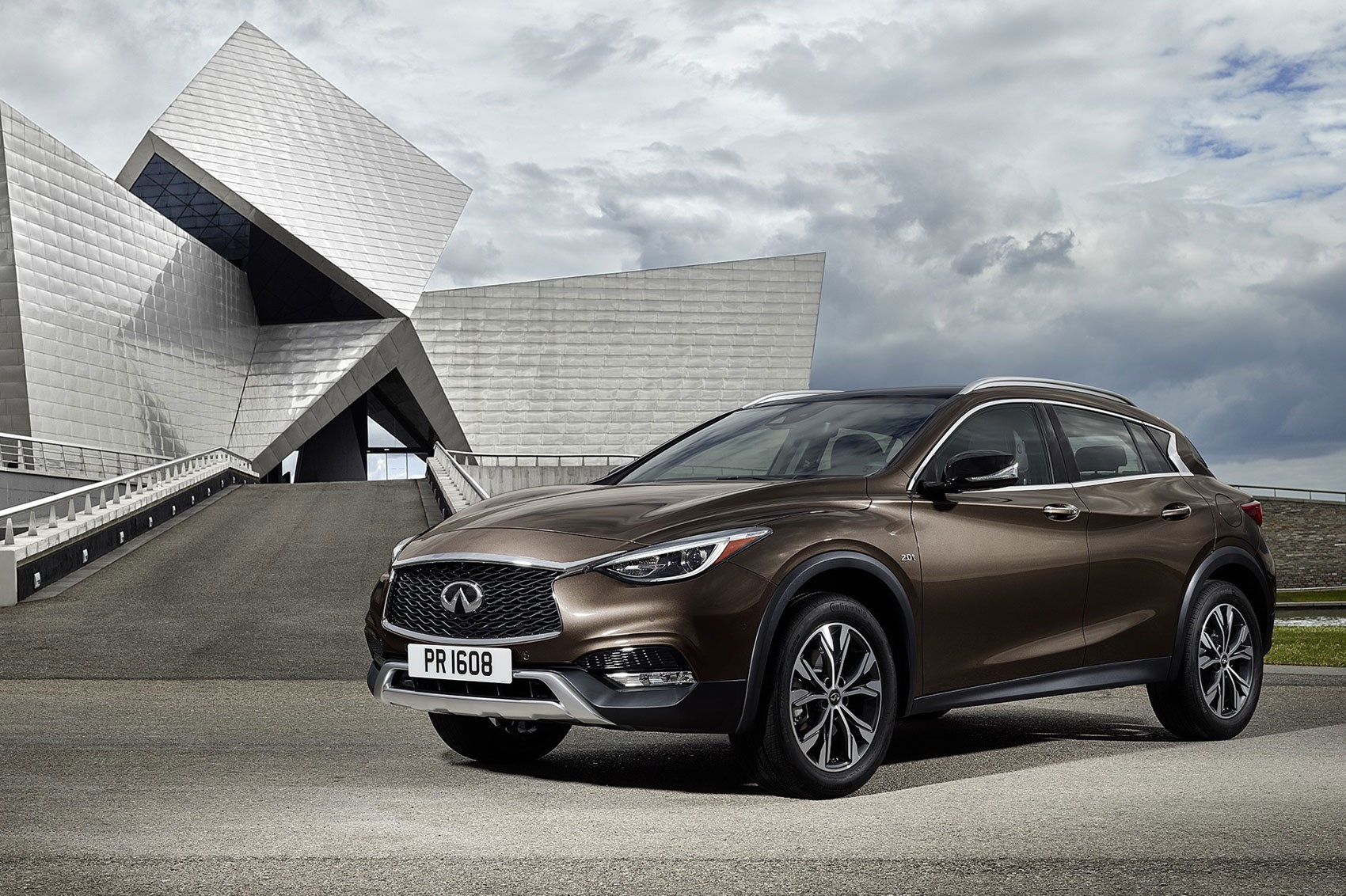 Mitsubishi Suv 2015 >> Infiniti QX30 (2016): the crucial crossover revealed in ...