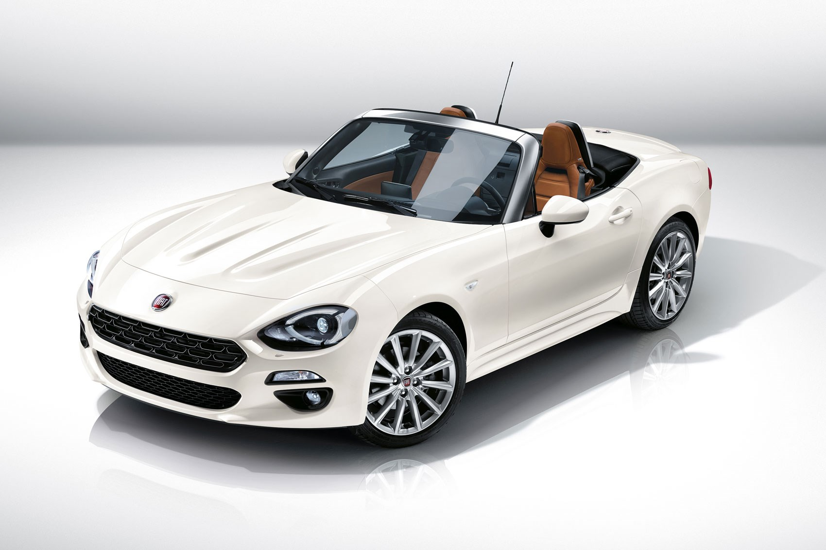 fiat 124 spider revealed at 2015 la show fiat s mx 5. Black Bedroom Furniture Sets. Home Design Ideas