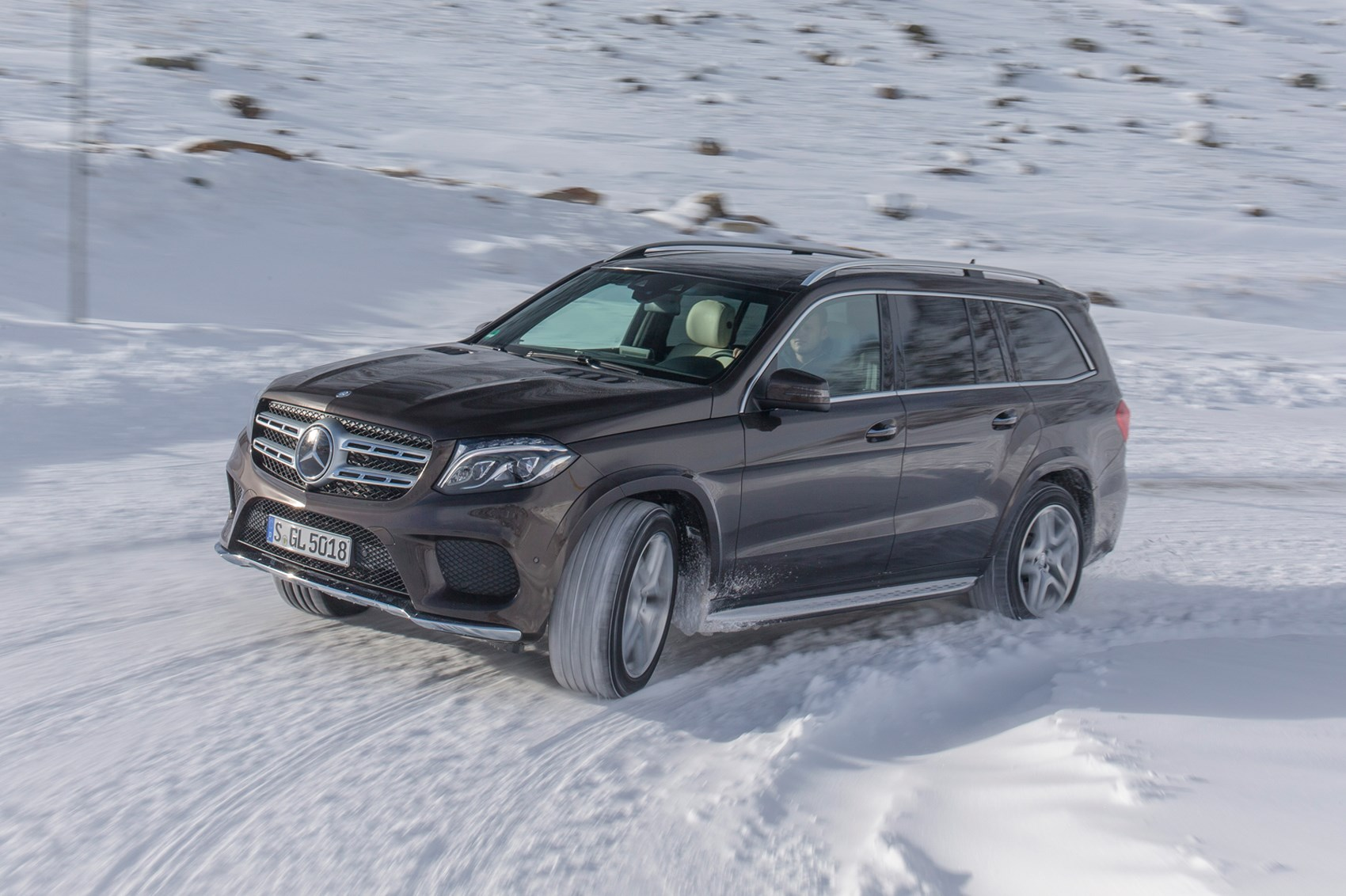 mercedes gls 350d 4matic 2016 review by car magazine. Black Bedroom Furniture Sets. Home Design Ideas