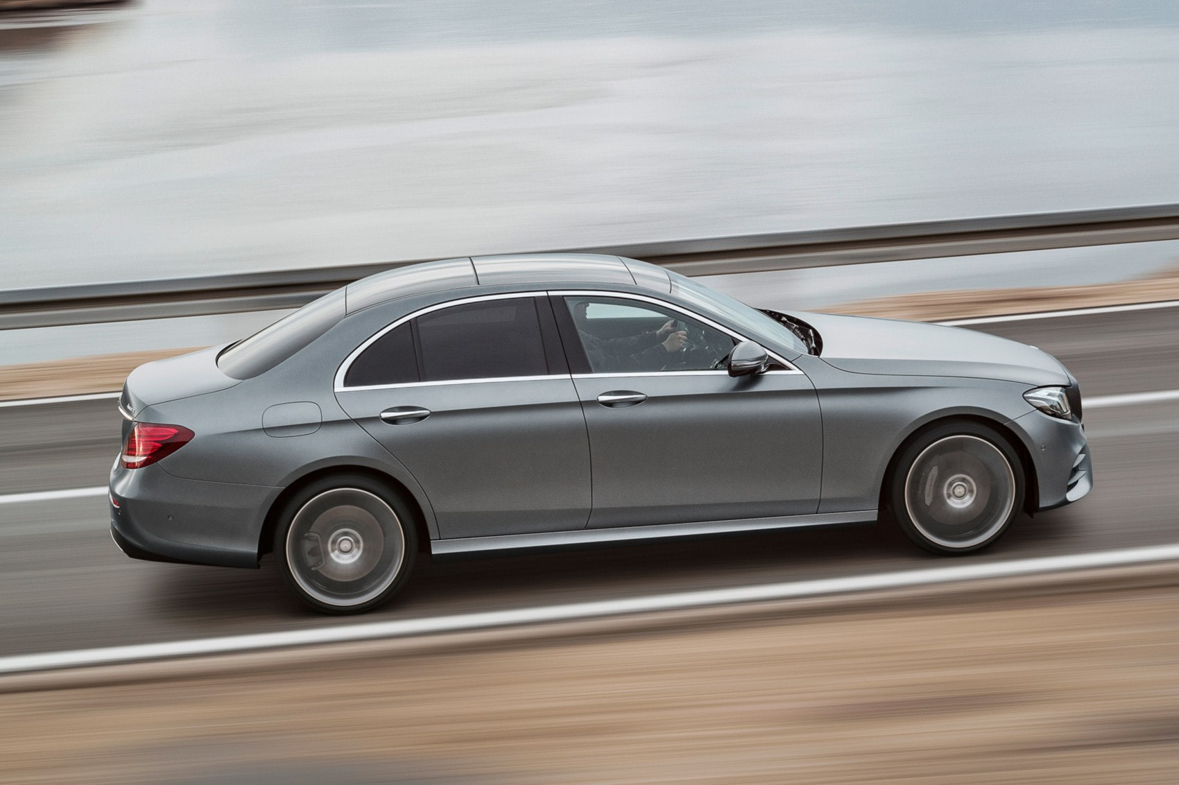 New mercedes benz e class unveiled at 2016 detroit motor for 2016 mercedes benz e class coupe