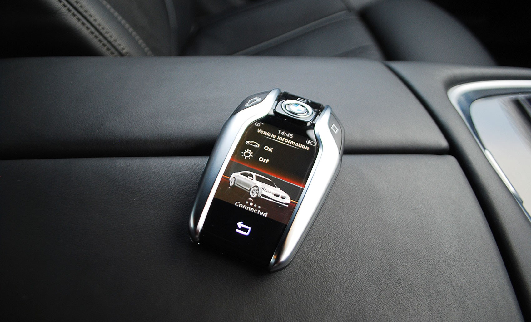 Multi Function Touchscreen Display Key Is The New BMW 7 Series In Miniature Big And Very Clever