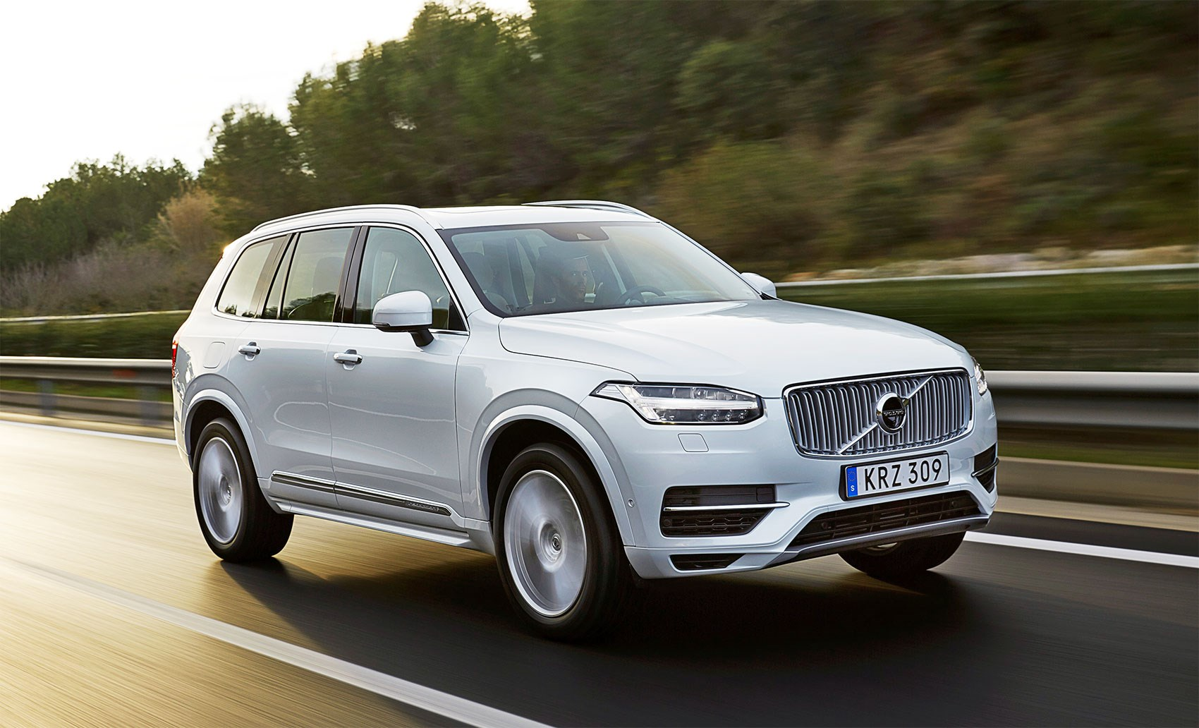 plugging in volvo xc90 t8 first drive car january 2016 by car magazine. Black Bedroom Furniture Sets. Home Design Ideas