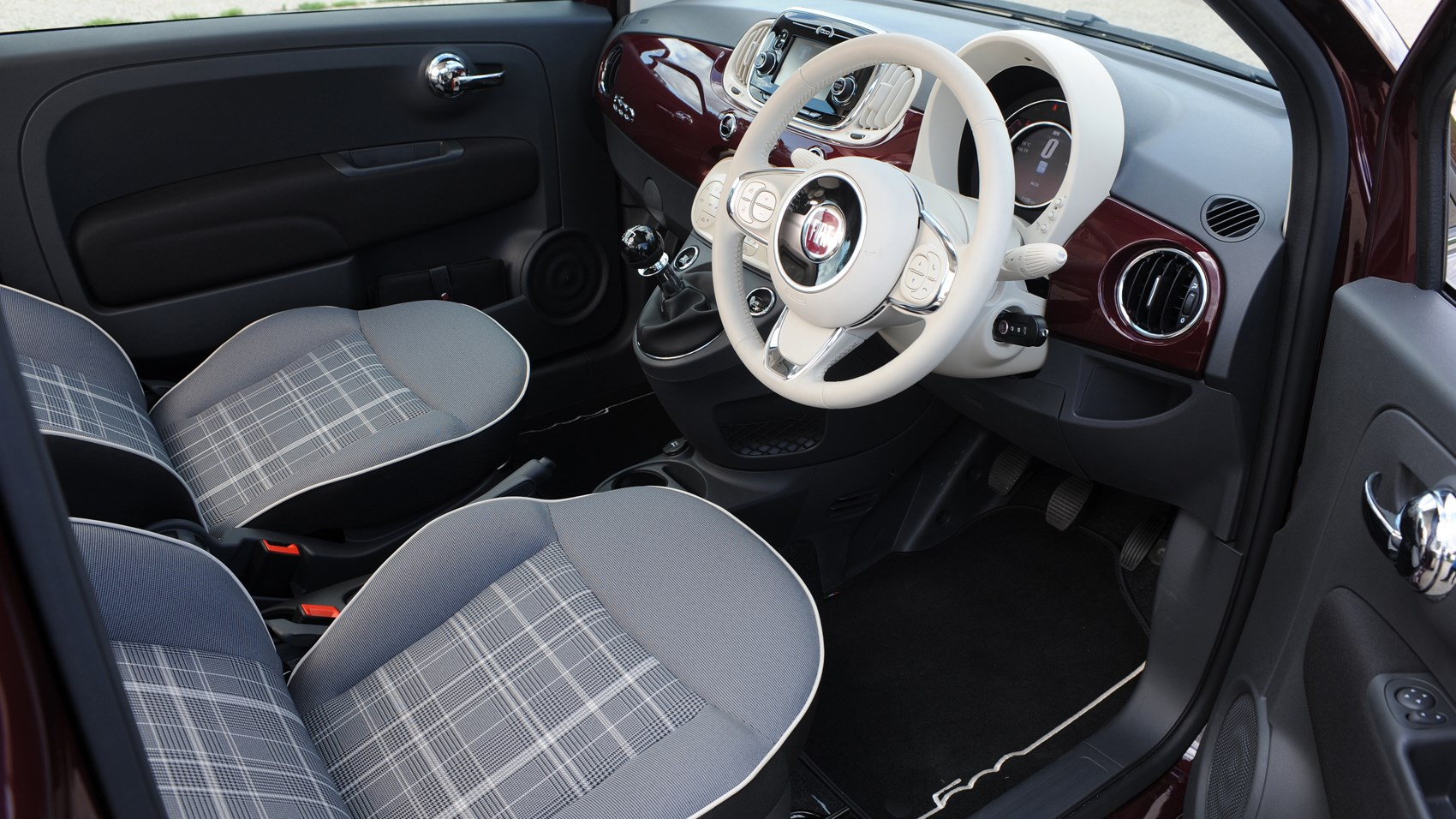 Fiat 500 TwinAir 2016 facelift review by CAR Magazine