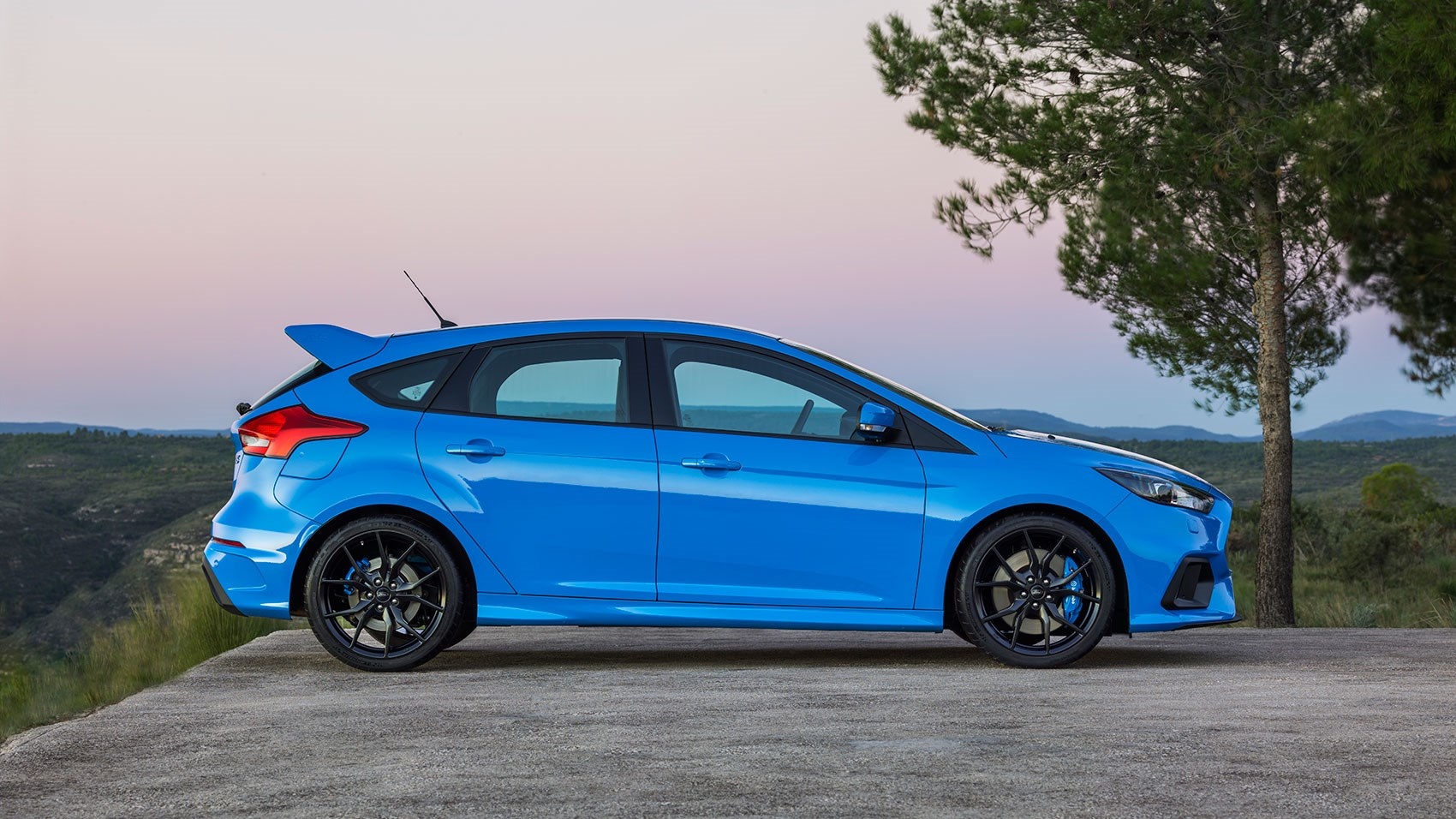 ... Ford Focus RS (2016) review ...