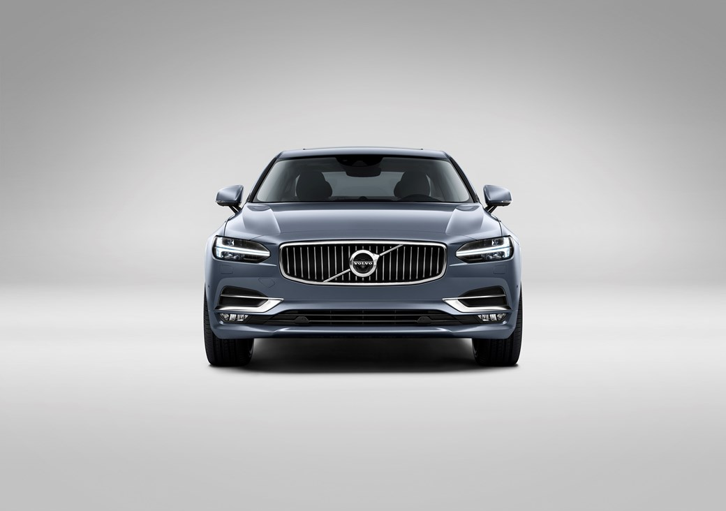 The new Volvo S90 in regular trim: unveiled at the Detroit motor show