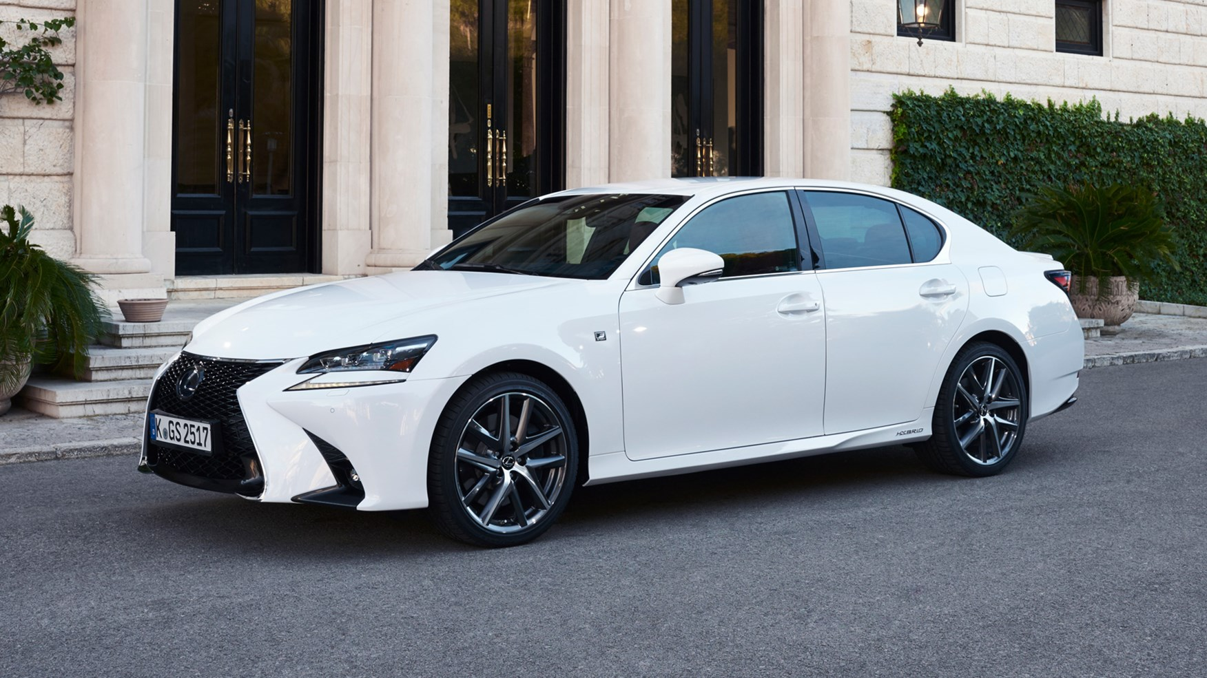 Lexus GS300h Executive Edition (2016) review by CAR Magazine