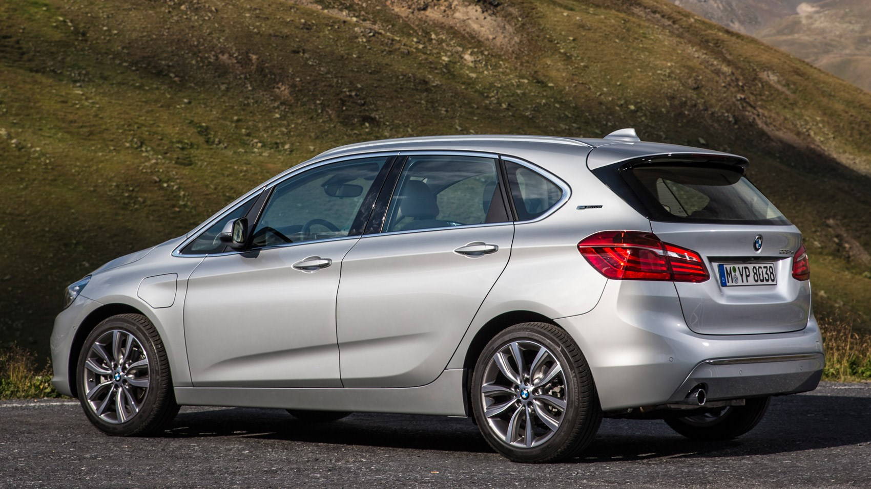 Bmw 2 Series Active Tourer 225xe 2016 Review By Car Magazine