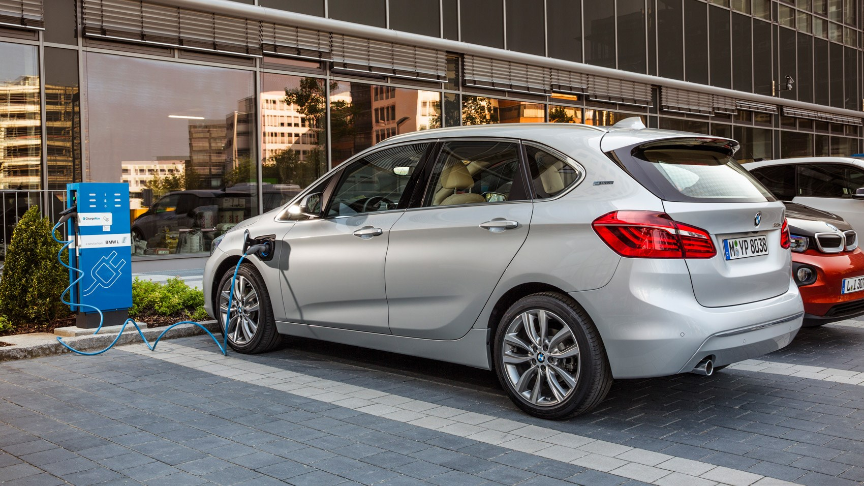 bmw 2 series active tourer 225xe 2016 review by car magazine. Black Bedroom Furniture Sets. Home Design Ideas