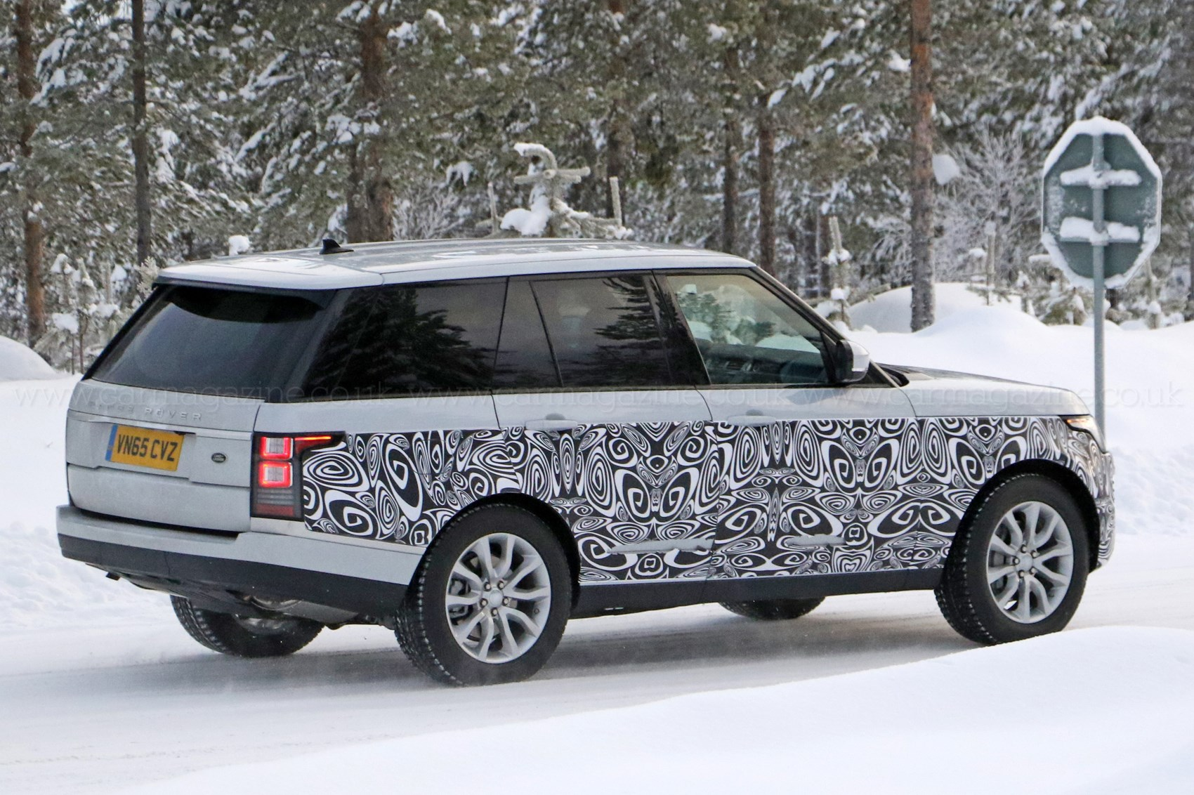 A tiny facelift for range rover s biggest model in 2017 by for Door design new model 2017