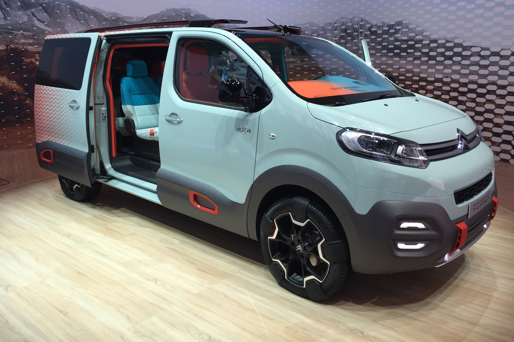 citroen spacetourer hyphen concept improbably named 4x4 mpv for geneva 2016 car magazine. Black Bedroom Furniture Sets. Home Design Ideas