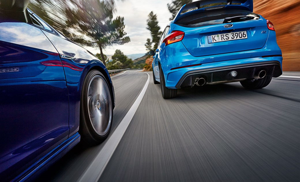vw golf r vs ford focus rs: 2016's hot-hatch crunch matchcar