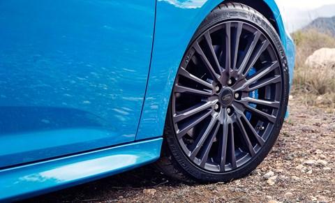 Focus RS vs Golf R
