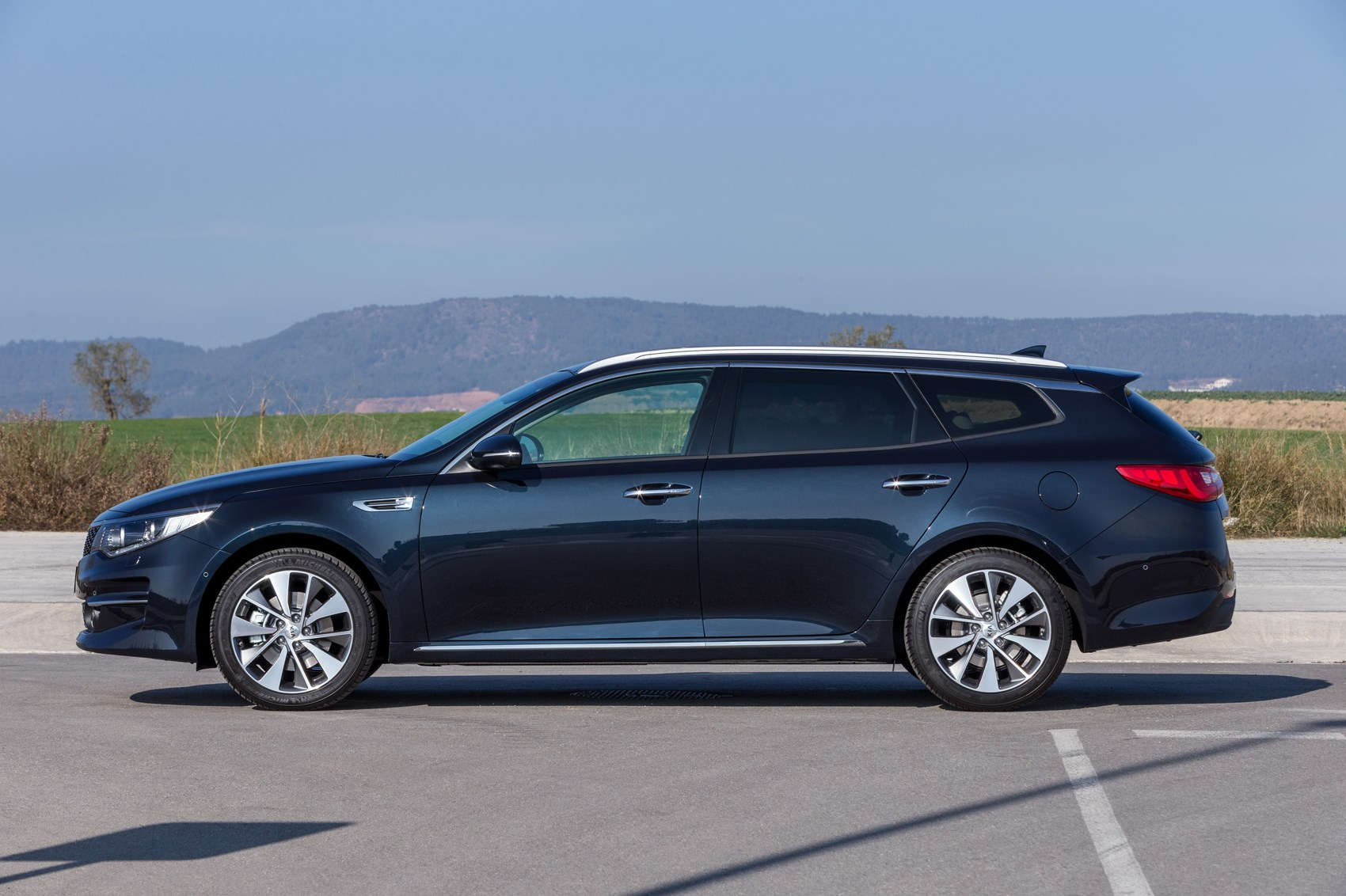 Kia Optima Sw Estate 2016 Revealed The You Might Actually Want To Car Magazine