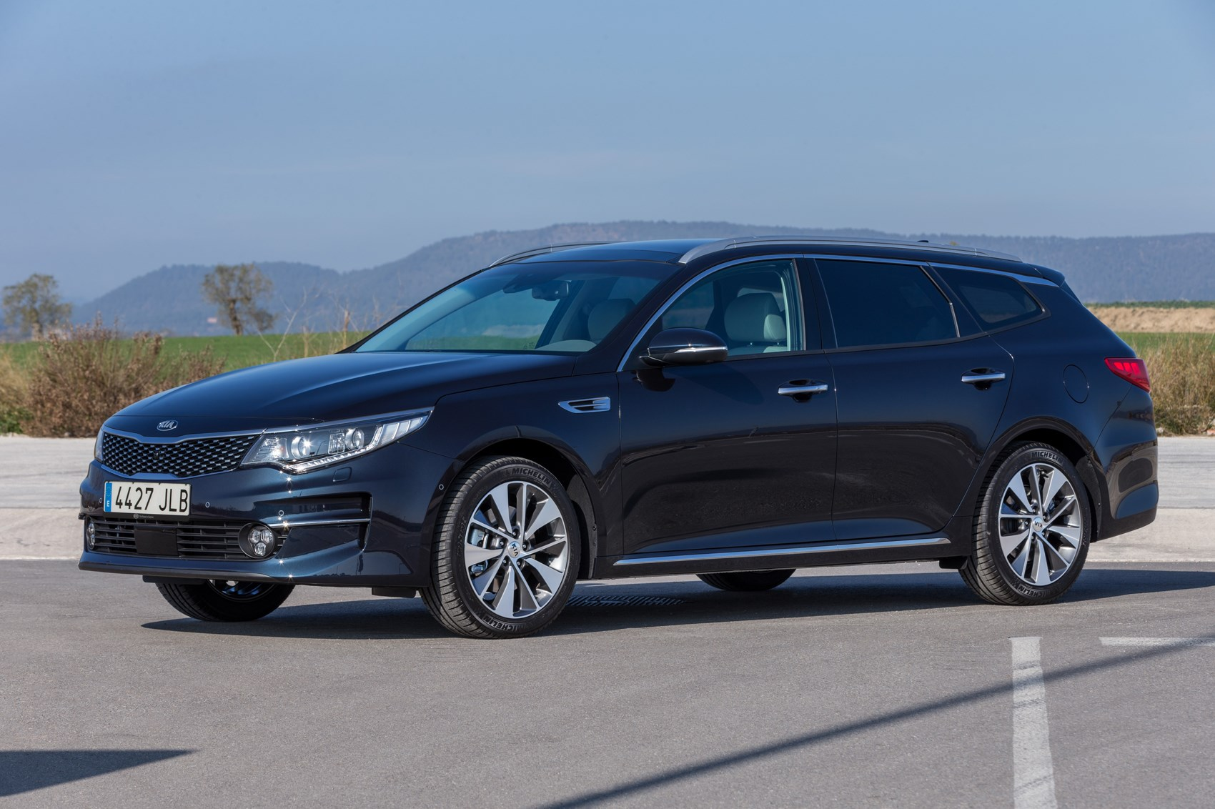 kia optima sw estate 2016 revealed the optima you might actually want to buy by car magazine. Black Bedroom Furniture Sets. Home Design Ideas