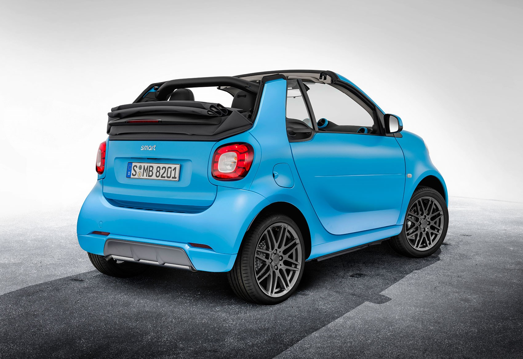 smart fortwo cabrio brabus edition the roller skate opens up by car magazine. Black Bedroom Furniture Sets. Home Design Ideas