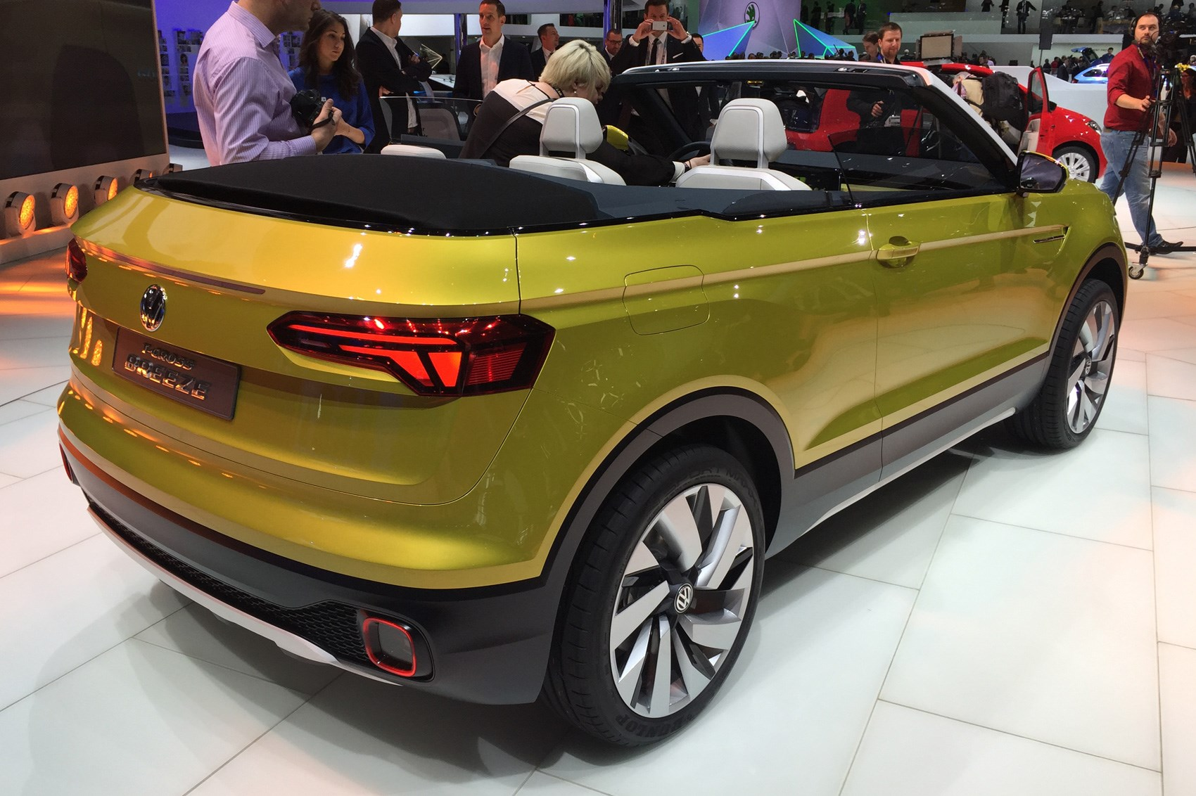 volkswagen t cross breeze concept the compact evoque. Black Bedroom Furniture Sets. Home Design Ideas