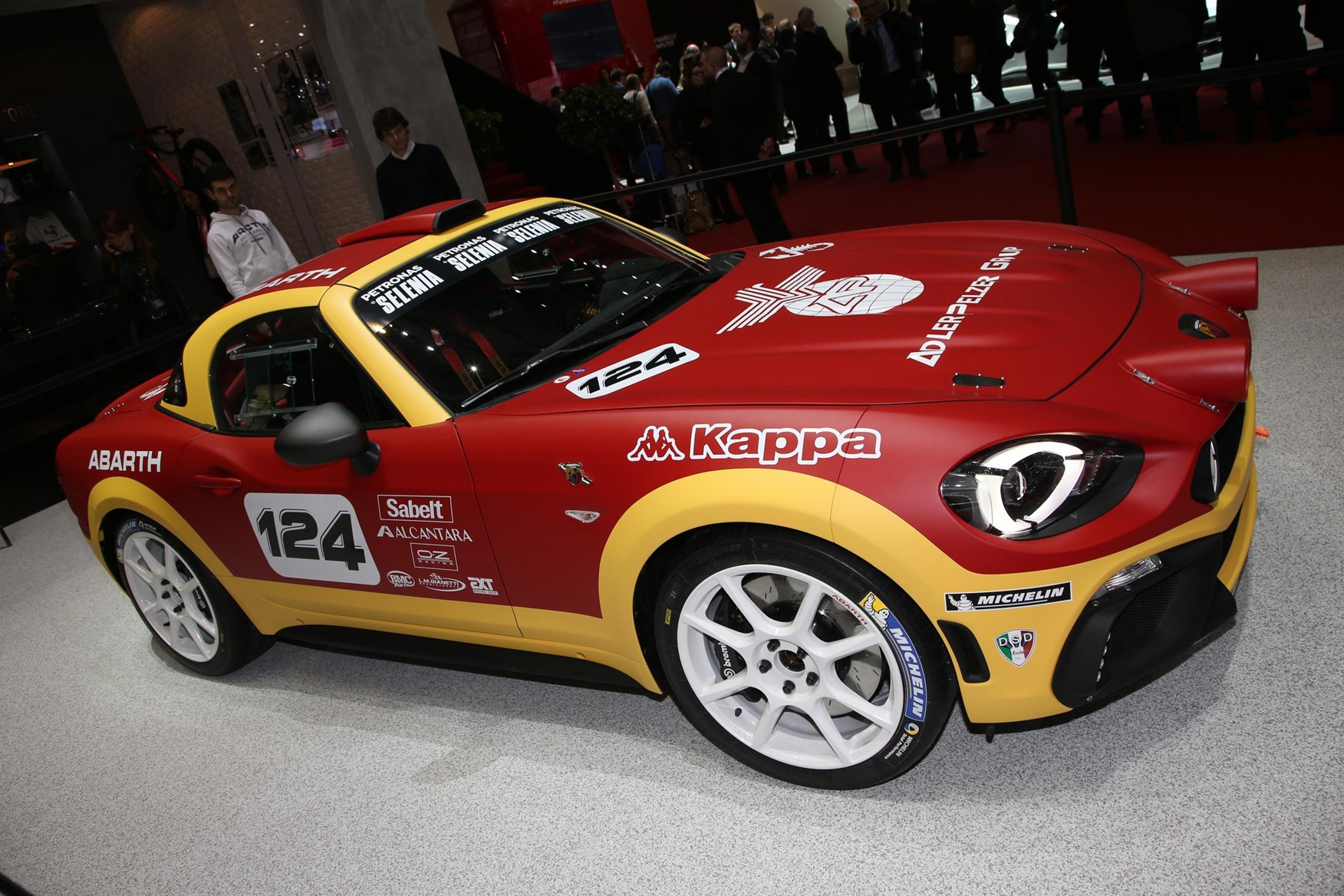 Web twins abarth and fiat 124 spiders at geneva by car for Fiat 124 spider motor