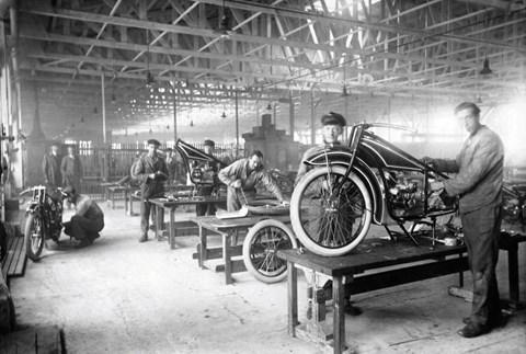 Production build motorbikes before cars: BMW R 32 from 1923