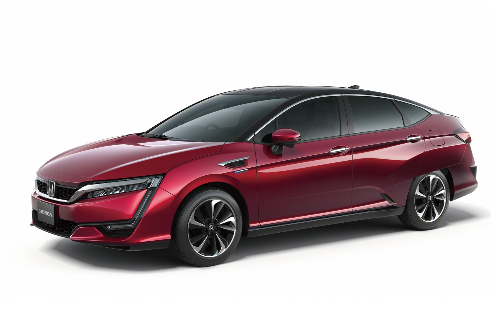 Honda S Hydrogen Ed Clarity Fuel Cell Arrives In Europe