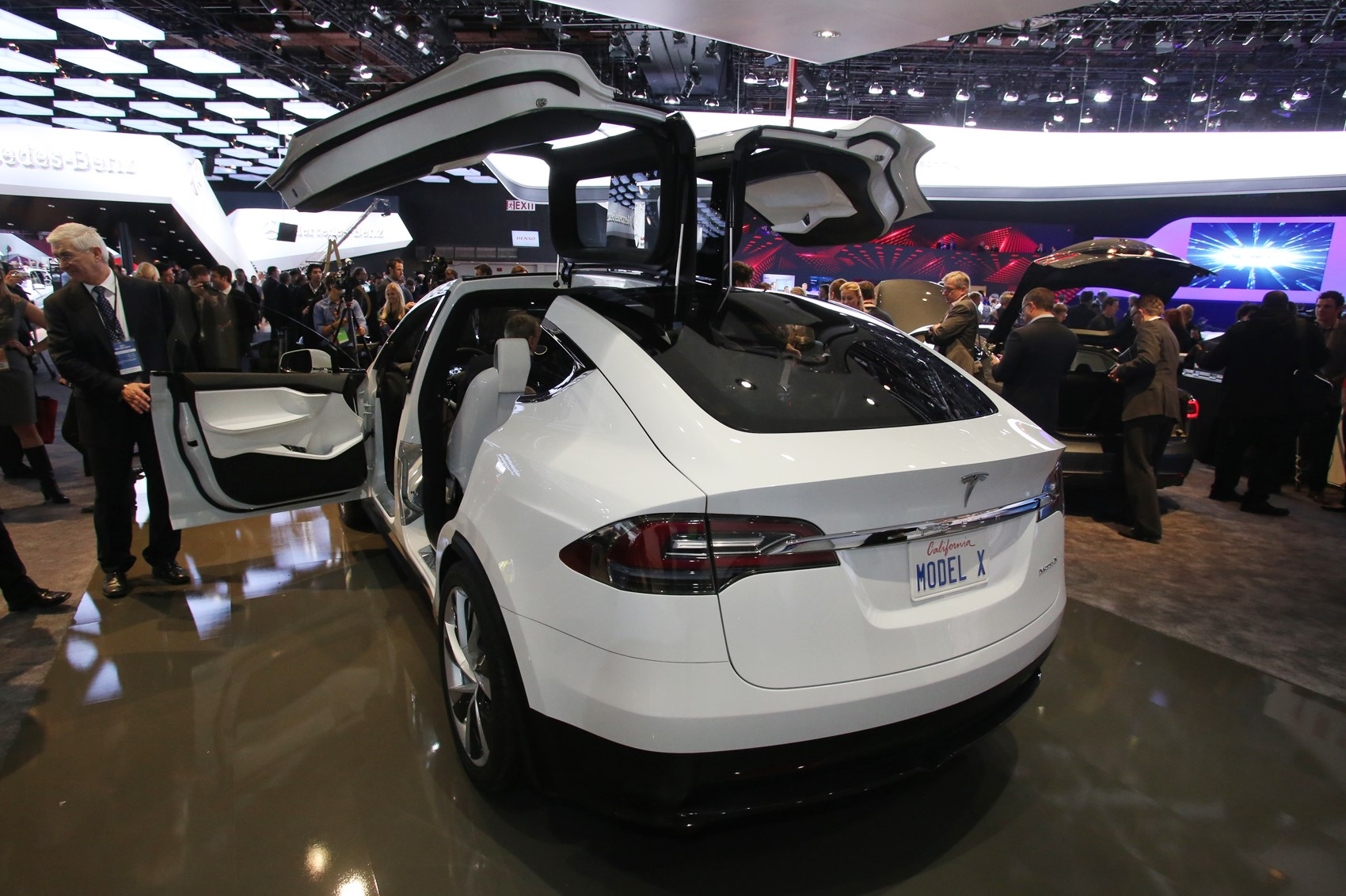 2016 tesla model x small electric suv price range -  Falcon Wing Doors Contain Sensors To Avoid Opening Into Surrounding Objects