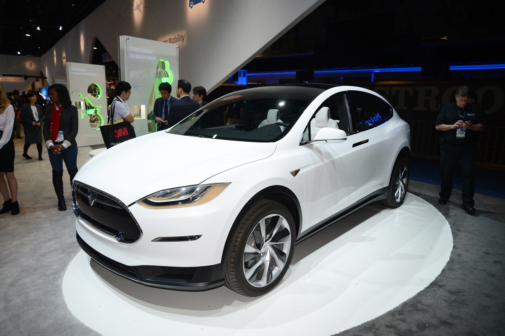 New Tesla Model X hands-on review: six reasons it'll shake ...