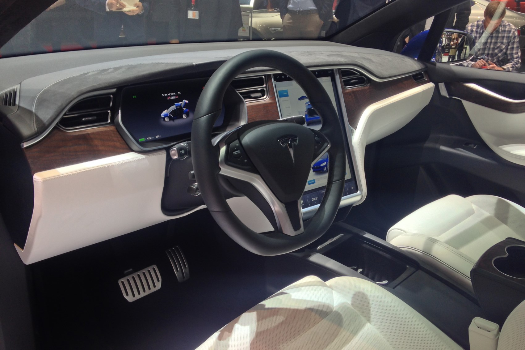 New tesla model x hands on review six reasons it 39 ll shake for Tesla model x interieur