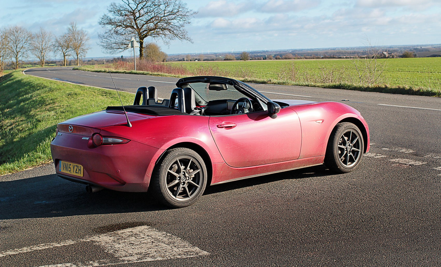 mpg crushed in country carnage our cars mazda mx 5 car april 2016 by car magazine. Black Bedroom Furniture Sets. Home Design Ideas